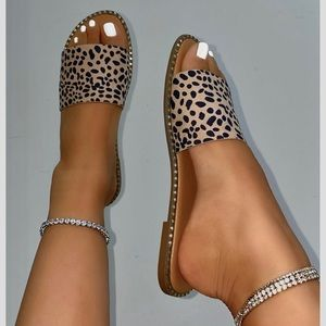 Cheetah Print Slip On One Band Flat Sandals